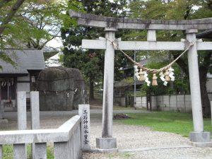 鬼の手形(三ツ石神社)